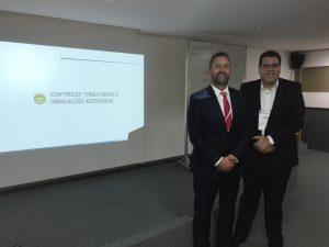 Da esquerda para a direita, Dr. Sandro Loureiro Marones, e o professor do curso da Uniabrapp, Geraldo de Assis Souza Junior